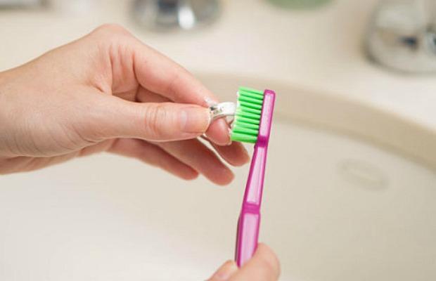 Чистка серебра зубным порошком